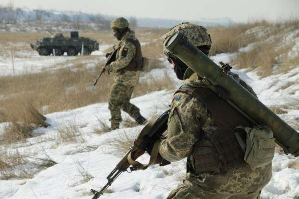 Бой на Донбассе – Журналист заявил о гибридной операции Кремля в Украине – Новости Украины