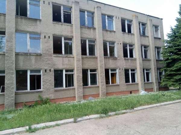 Новости АТО – Боевики обстреляли жилой район Марьинки, под обстрел попала школа – Новости Донбасса
