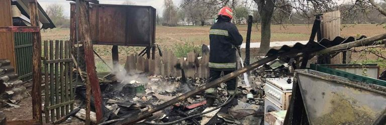 Загинули 40 курчат: дві надвірні споруди згоріли на Черкащині