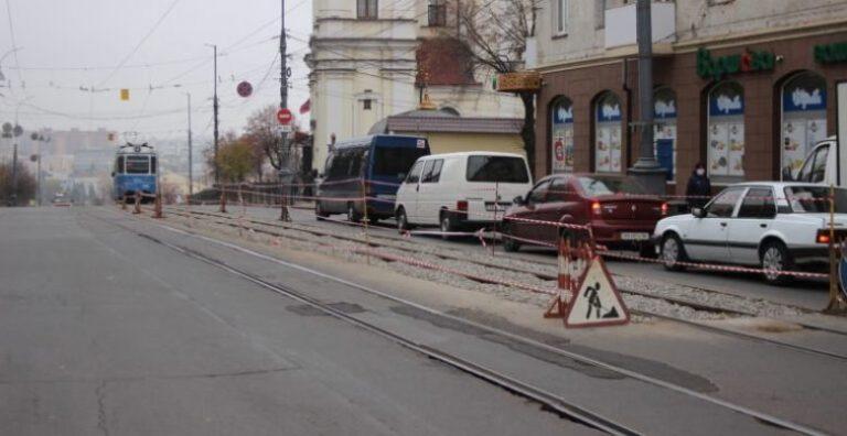 В Виннице на Соборной обновляют трамвайные пути. ФОТО
