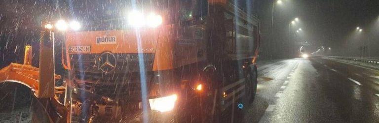 Дороги від першого снігу вже чистять на Рівненщині