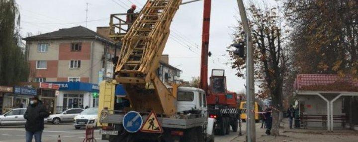 У Луцьку електроопору пошкодив тролейбус