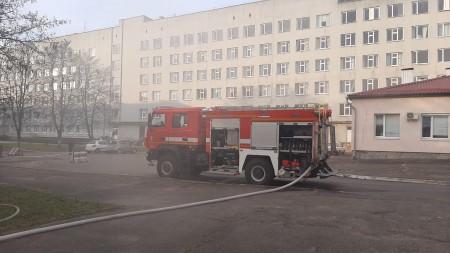 У Луцьку горіло підсобне приміщення на території дитячої лікарні