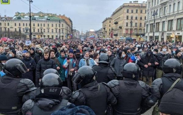 Протесты в России: задержали более тысячи человек