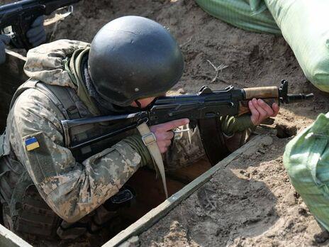На Донбассе в результате обстрела со стороны боевиков ранен украинский военный – ТКГ