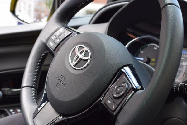 Названы самые продаваемые автомобили в 2021 году