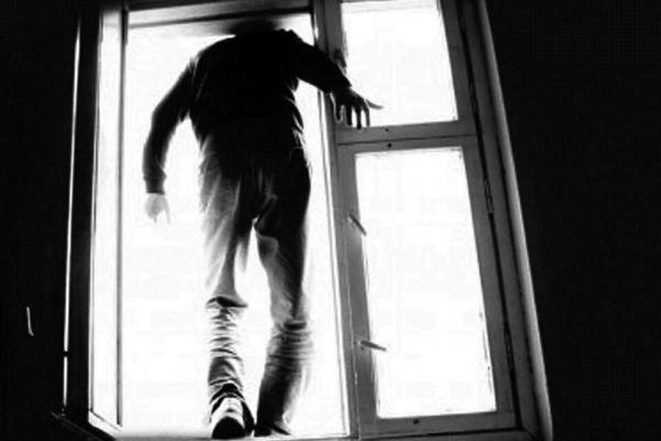 В Москве школьник выпрыгнул из окна 17-го этажа, спасаясь от дедушки возлюбленной