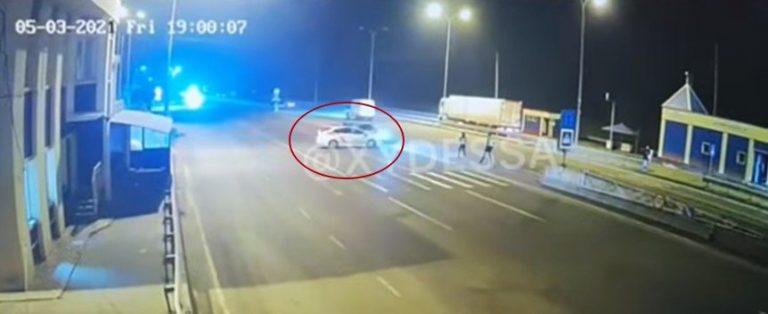 Подробности ДТП, в котором погиб полицейский из Винниччины – машина разлетелась на куски, ударившись об отбойник после столкновения с «Приус» (видео)