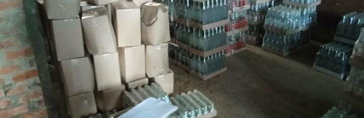 """На Прикарпатті вилучили 4 тисячі літрів алкоголю з """"липовими"""" акцизними марками"""