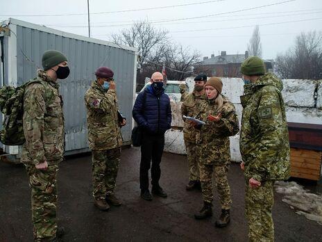 Делегация вооруженных сил Великобритании побывала в зоне проведения ООС