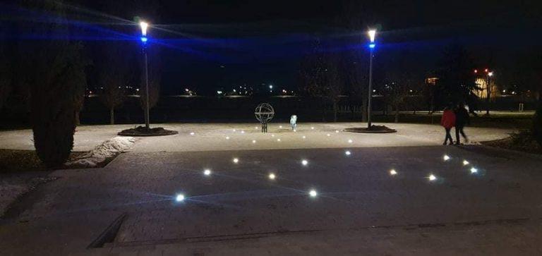 В Івано-Франківську підсвітили вхід в міське озеро
