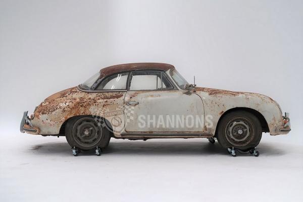 Ржавый 50-летний Porsche продали на аукционе за впечатляющую сумму