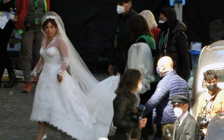 Леди Гага в образе невесты на съемках фильма о Гуччи         Ей идет свадебный наряд