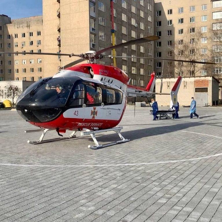 Вперше у Львові приземлився медичний вертоліт, який доставив пацієнтку у важкому стані, – ФОТО, ВІДЕО