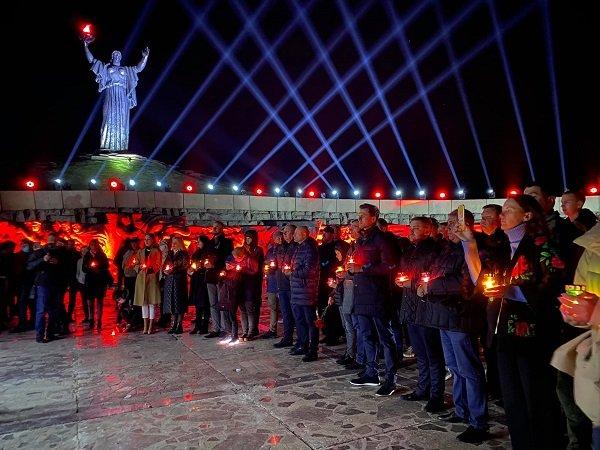 Акція «Перша хвилина миру» відбулася уночі біля пагорба Слави