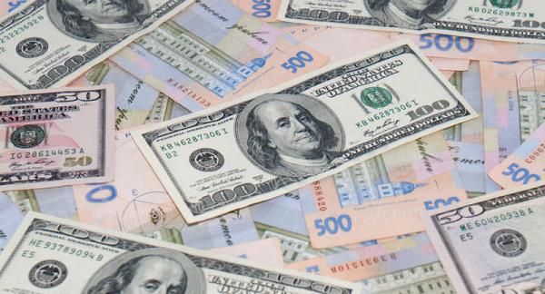 Доллар начал расти: аналитики рассказали, чего ждать от курса валют