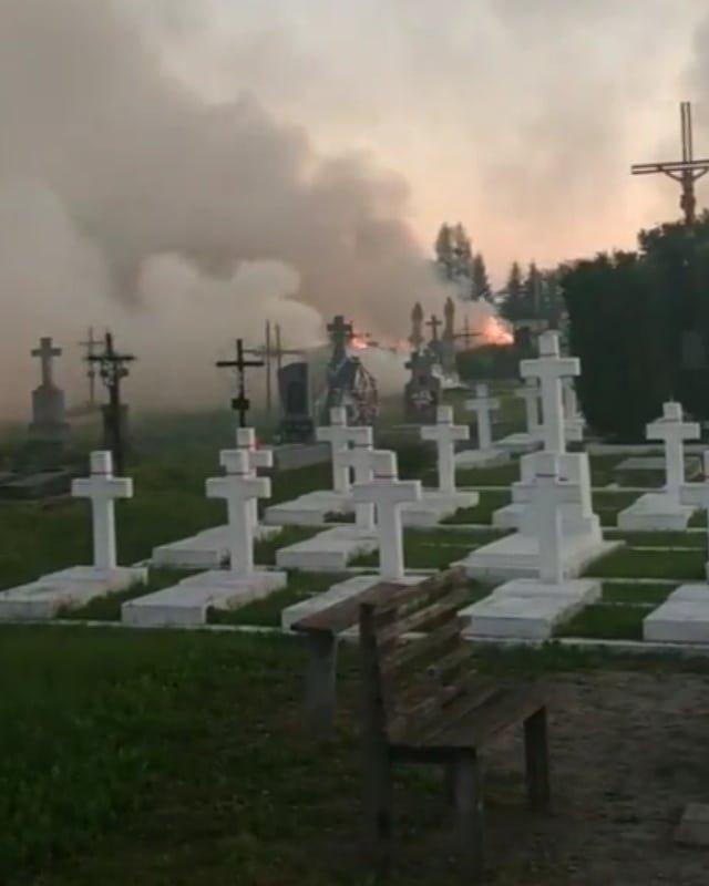 На Львівщині відбулася масштабна пожежа на кладовищі, – ФОТО