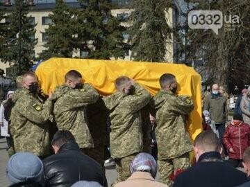 У Луцьку попрощалися із полеглим на Сході Героєм Сергієм Сулимою. ФОТО