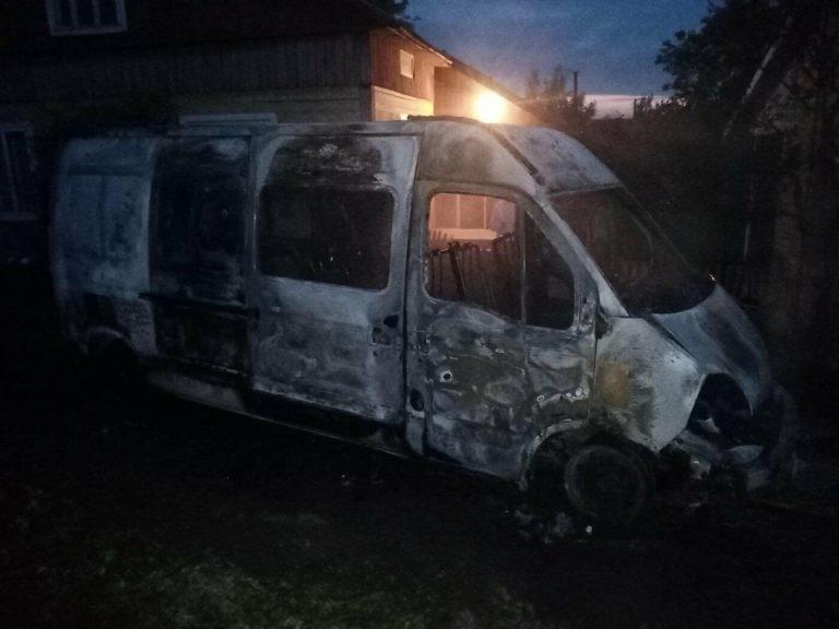 У Львівській області згорів фургон «Рено», – ФОТО