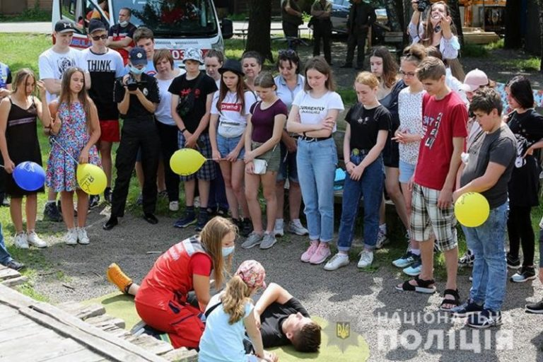 Полицейские Киева учат детей оказывать первую медицинскую помощь, – ФОТО, ВИДЕО
