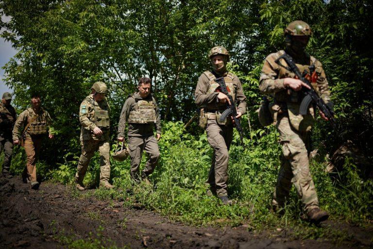 Зеленский посетил передовую на Донбассе, – ФОТО