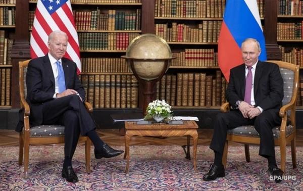 Стало известно, какими подарками обменялись Байден и Путин