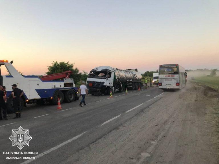 На Львівщині вдалося частково відновити рух транспорту на трасі Київ -Чоп, – ФОТО
