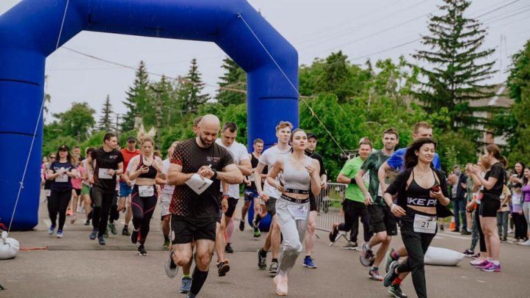 Марафон жизни: в городе Ржищев благотворительный забег объеденил сотни людей, – ФОТО
