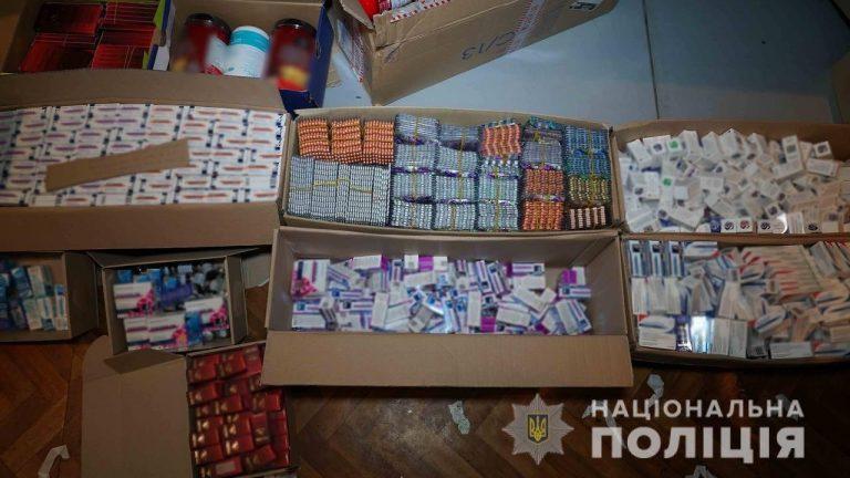 Лекарств более чем на 2 миллиона гривен: харьковские полицейские «накрыли» незаконных торговцев медпрепаратами, – ФОТО