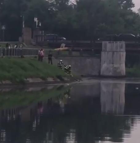 В Харькове из реки достали труп неизвестной женщины, – ФОТО