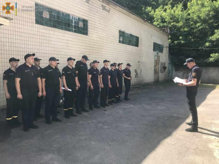 Вінницькі рятувальники провели тренування в димокамері – | Новини Вінниці та області